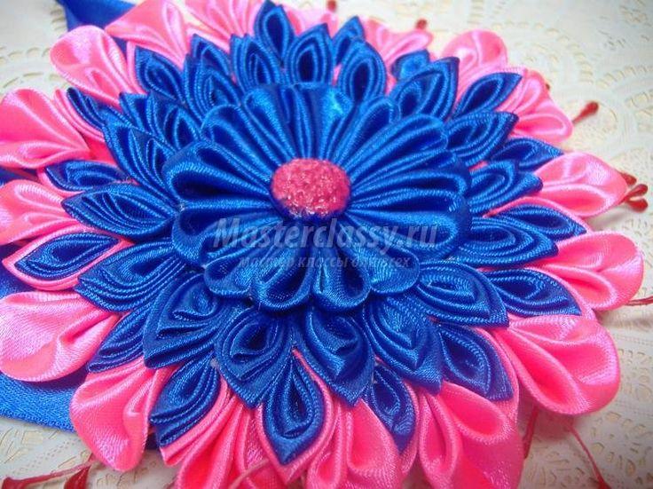 канзаши. Большой сине-розовый цветок