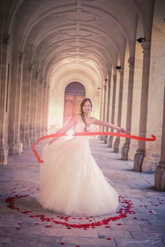 MA ROBE DE MARIÉE Collections 2018 est arrivée en boutique. Choisir sa robe de mariée est un moment de pure émotion. La robe d'un jour va devenir la robe d'une vie... Prenez Rendez-vous avec l'une de nos hôtesses afin d'avoir le meilleur Service pour choisir et essayer votre future robe de mariée. Très grand choix de robes de mariée sélectionnées à  partir de 290€.