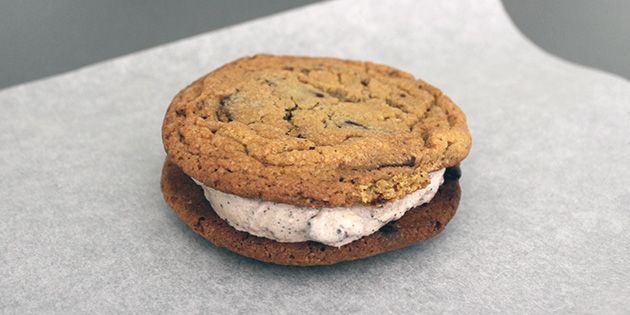 Is-sandwich - lækker opskrift på cookies med is
