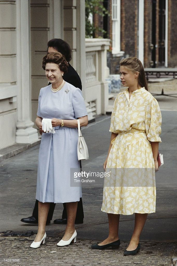 queen-elizabeth-ii-and-lady-sarah-armstrongjones-outside-clarence-in-picture-id142878598 (682×1024)