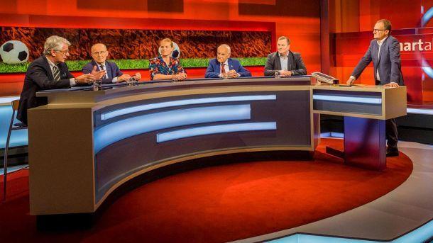 Die Diskussionsrund bei 'Hart aber fair': Edmund Stoiber, Marcel Reif, Willi Lemke, Betty Heidler und Axel Balkausky. (Quelle: WDR)