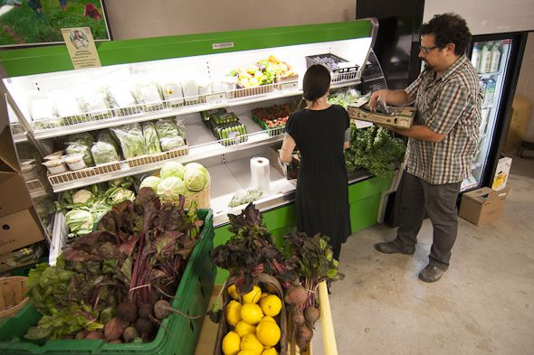 The best organic grocery stores in Toronto are located throughout the city, making it easy for you to stock up on seasonal, locally sourced produce, organic meat and dairy as well as yummy prepared foods. From food co-ops to bigger supermarkets, you can find everything you need to eat clean...