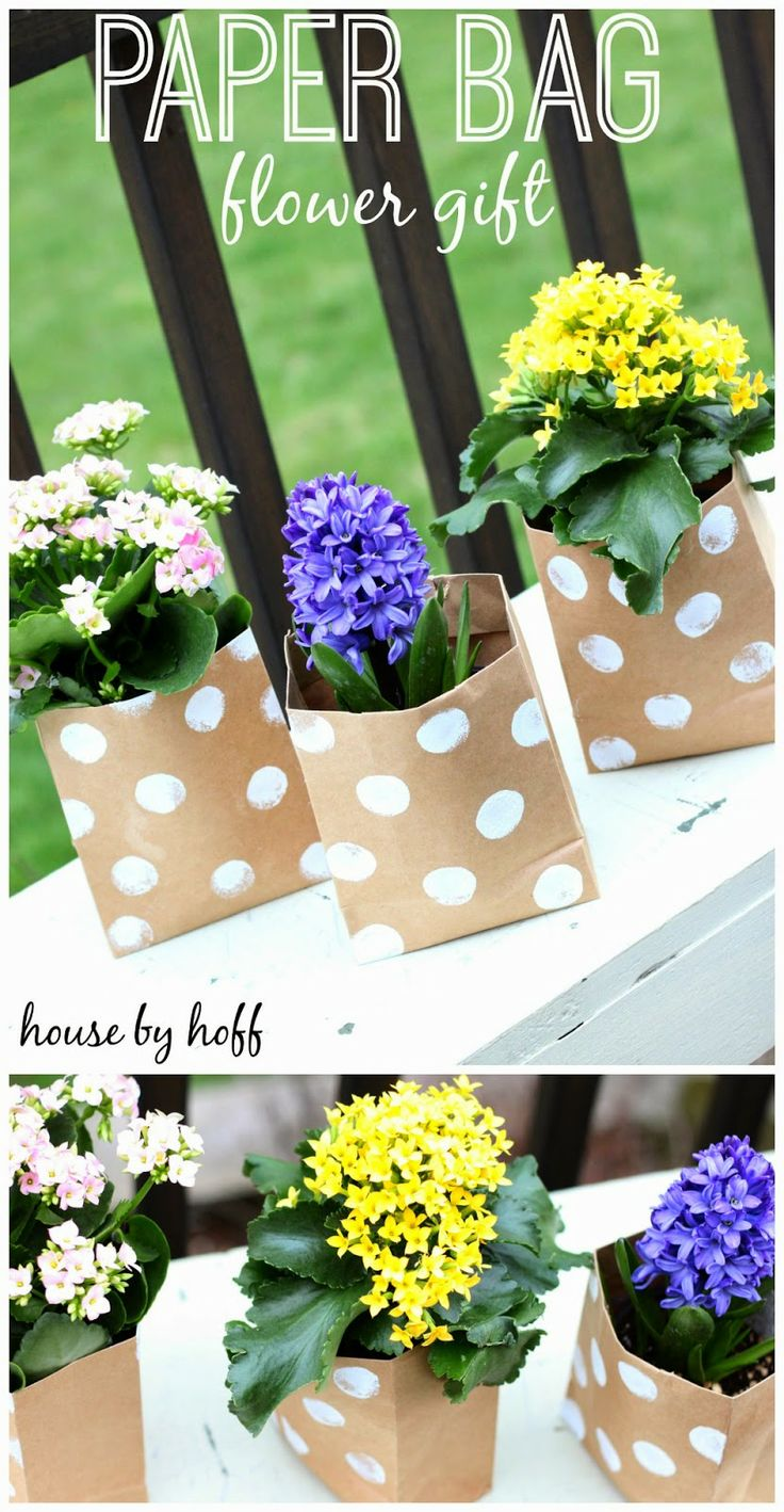 A quick and easy Mother's Day present! Decorate little paper bags with craft paint, and stick your flowers inside!