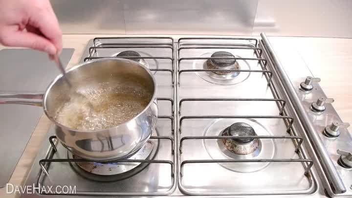 ПИРОЖКИ БЕЗ ХЛОПОТ   Пирожки получаются мягкие, вкусные и не черствеют 2-3 дня (если конечно доживут:)) Тесто готовиться за 5 минут и сразу лепятся пирожки, не нужно ждать пока оно поднимется.   ИНГРЕДИЕНТЫ: ● 1 стакан теплой воды; ● 50 гр. прессованных дрожжей; ● 1 ст. ложка сахара; ● 1 ч. ложка соли; ● 3 ст. ложки подсолнечного масла; ● 4 стакана муки; ● 1 стакан крутого кипятка; ● начинка любая  ПРИГОТОВЛЕНИЕ: В теплой воде развести дрожжи, добавить сахар, соль, подсолнечное масло, муку…