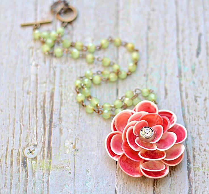 Make this easy Seashell Flower Pendant for Summer!