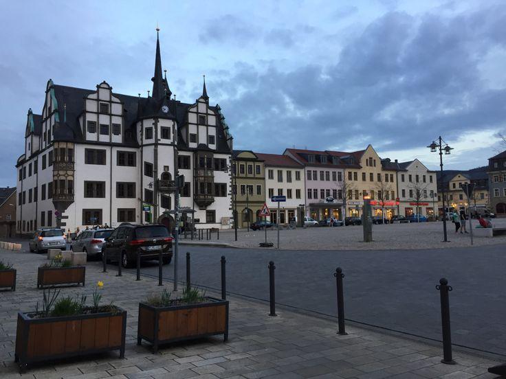 Das kleine Städtchen im östlichen Teil Thüringens hat es ganz schön in sich. Ob den Schlossgarten, den verrücktesten und wohl bekanntesten Osterbaum Deutschlands, das Schokoladenmuseum oder die Fee…