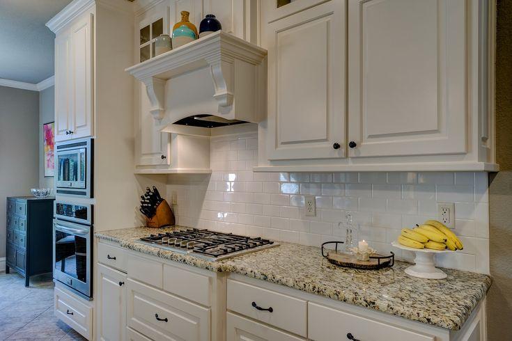 O bucătarie cu stil înseamnă o investiție de imaginație și să folosești aceste trucuri care pot transforma o bucătărie într-o bucătărie cu stil.
