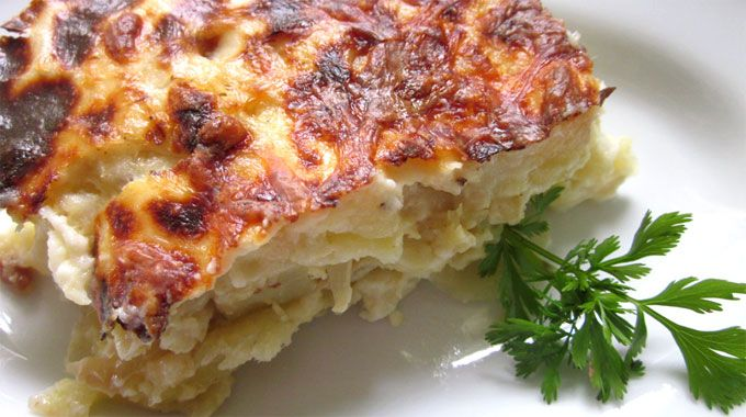 To start the week off, we will start with likely the most popular dish served in Portuguese cuisine, Bacalhau com Natas.