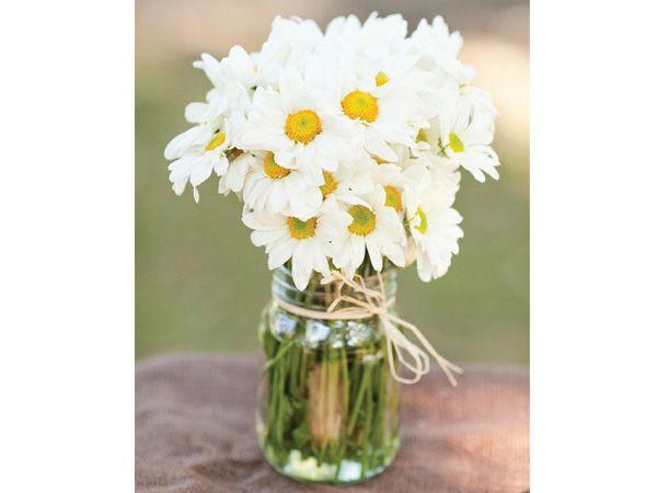 Centro mesa boda margaritas blancas decoracion iglesias - Decoracion para bodas sencillas ...