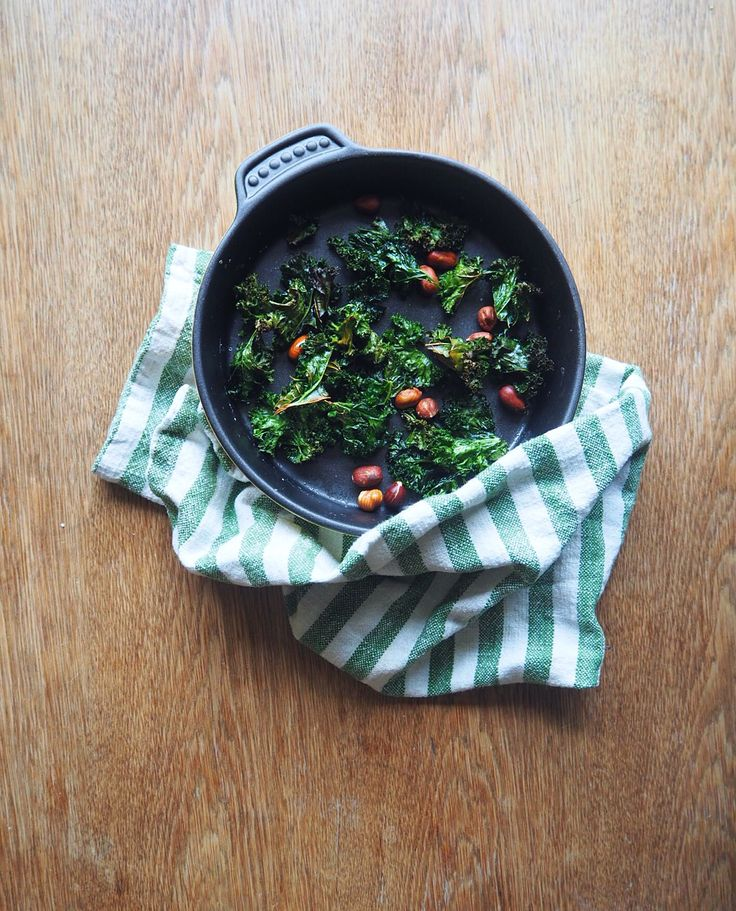 Oven rosted green kale and hazelnut. Swedish october flavours @rattitiden Www.rattitiden.com