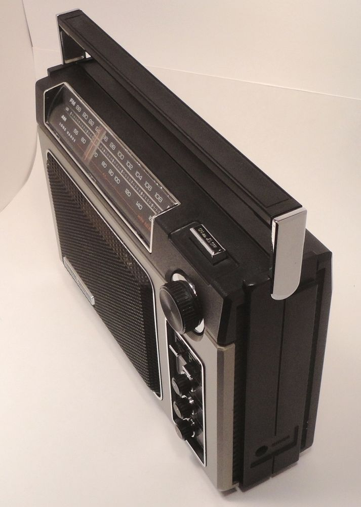 General Electric GE AM/FM Long Range Radio Vintage Superadio 7-2880B Heavy Duty #GE http://stores.ebay.com/pricelessfinds/Vintage-Collectible-/_i.html?_fsub=10901744017