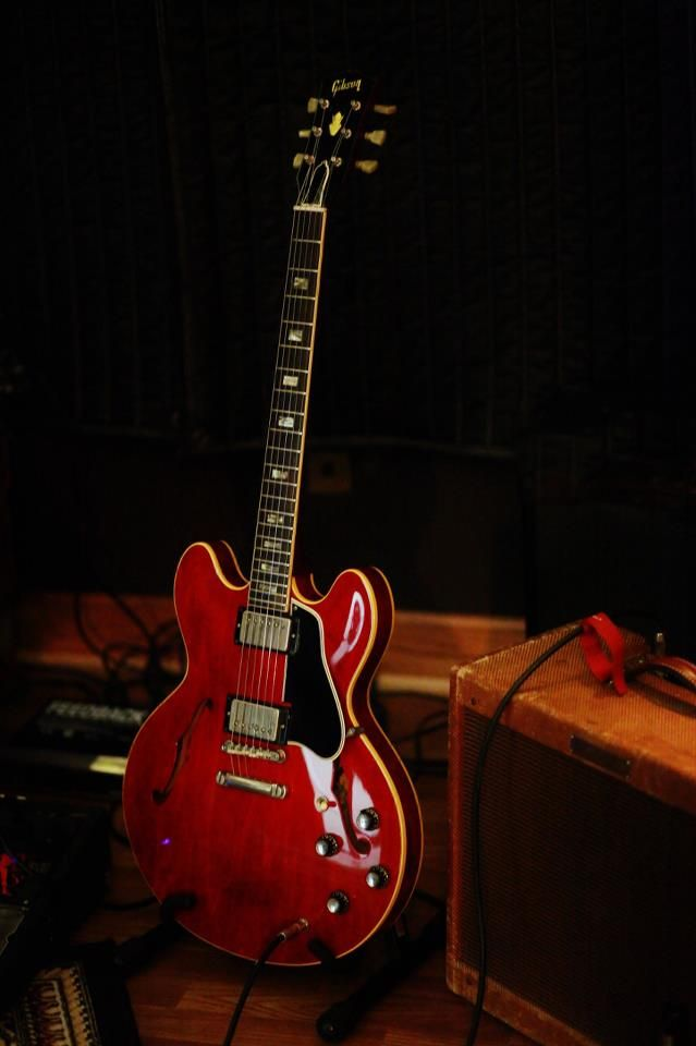 Gibson ES-335 Semihollow electric guitar in cherry red