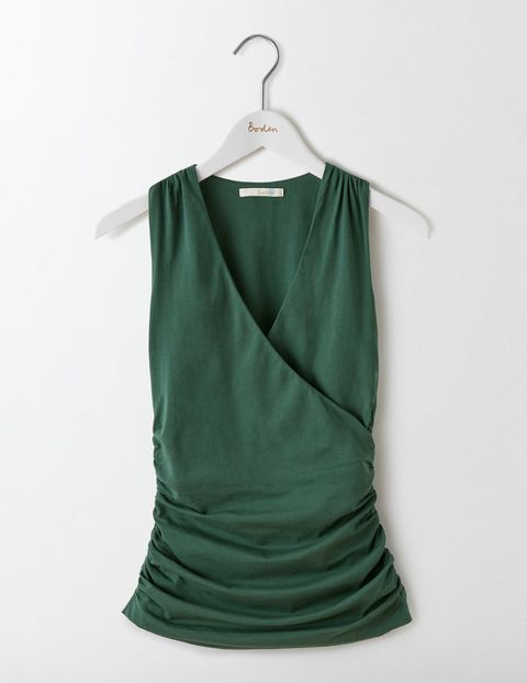 Wear this with everything in your wardrobe. A crossover V-neck and ruched fabric make this body-con top super flattering in double layered, soft fabric.