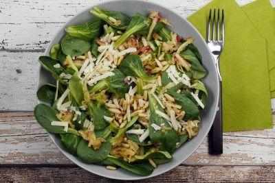 Winter-Feldsalat mit Äpfeln, Parmesan und Pinienkernen - Gaumenfreundin - Foodblog mit gesunden Rezepten
