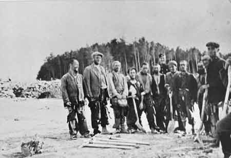 Jewish Forced Laborers at Belzec (1942)