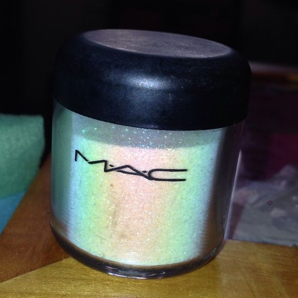 MAC Glitter Brillants REFLECTS TRANSPARENT TEAL MAC Glitter Brillants *REFLECTS TRANSPARENT TEAL* EyeShadow EyeShadow was .26oz/7.5g plenty left MAC Cosmetics Makeup