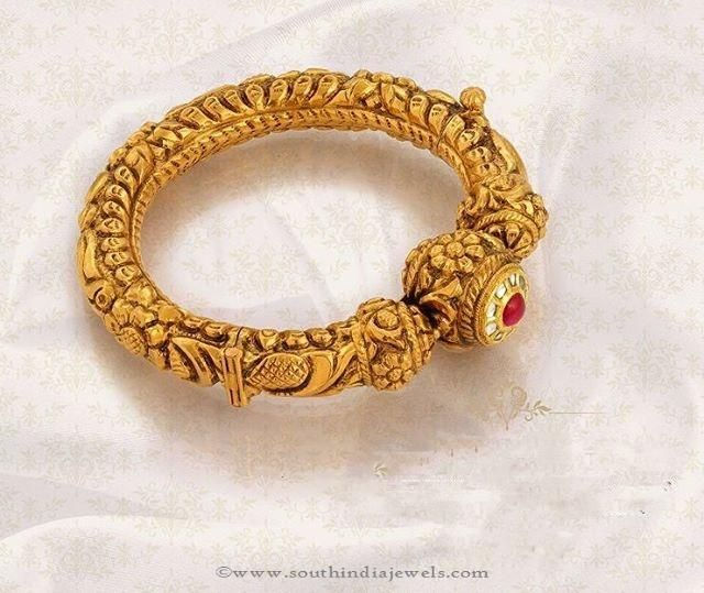 22K Gold Antique Bangles, Gold Antique Bangle Designs from Jos Alukkas, Gold Antique Bangle Designs.