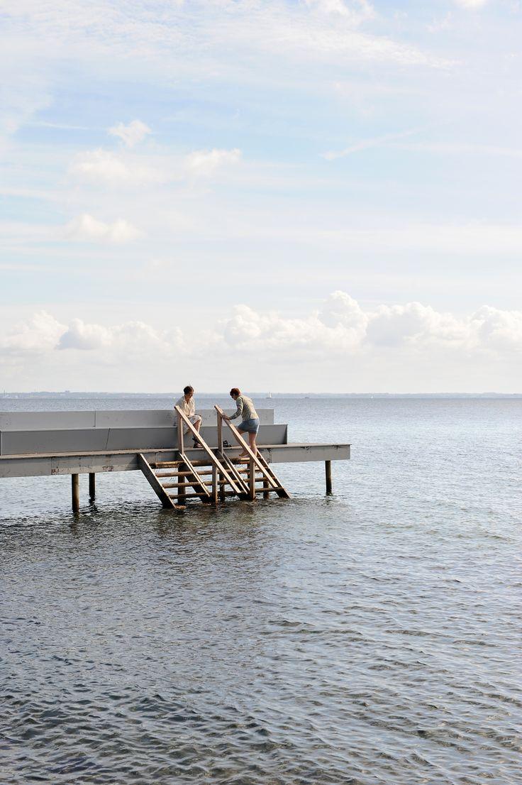 Suloisia kujia ja valkeita dyynejä. Designia, taidetta ja linna meren rannalla. Jos kuulostaa kivalta, lähde Tanskaan, pohjois-Själlantiin.   http://www.exploras.net/helsingor