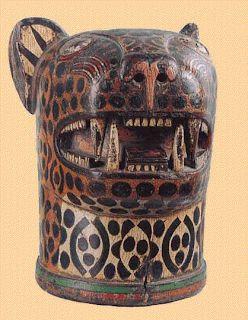 arte precolombino Tree Sculpture, Animal Sculptures, Peruvian Textiles, Arte Tribal, Inka, Native Design, Hand Built Pottery, Animal Masks, Masks Art
