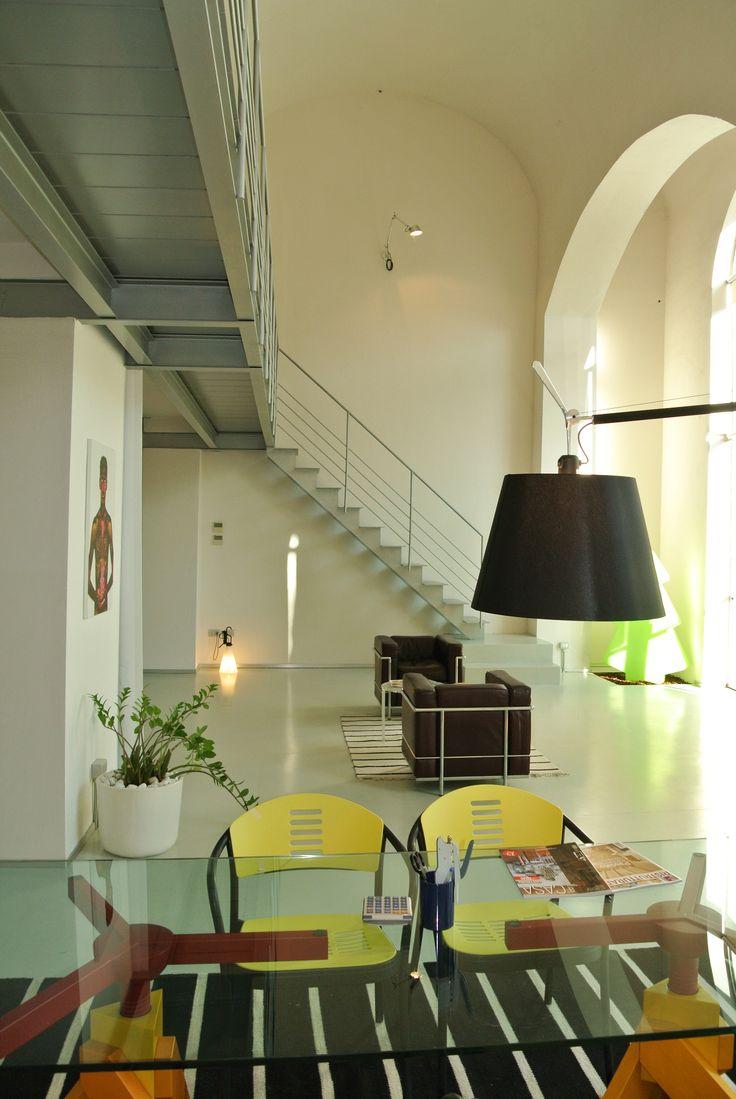 Un ambiente accogliente perfetto per nuove idee! #loft  #architetura  #interior