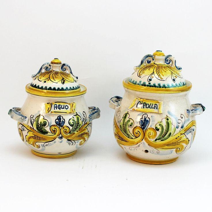 Set 2 Pezzi in ceramica  Giallo Antico. •1 Portacipolla in ceramica. •1 Porta aglio in ceramica