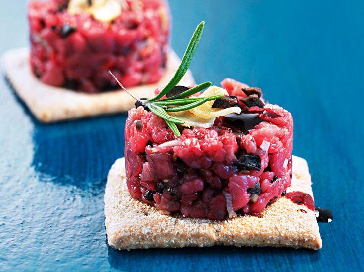 Tartare di manzo alle olive e al vino rosso