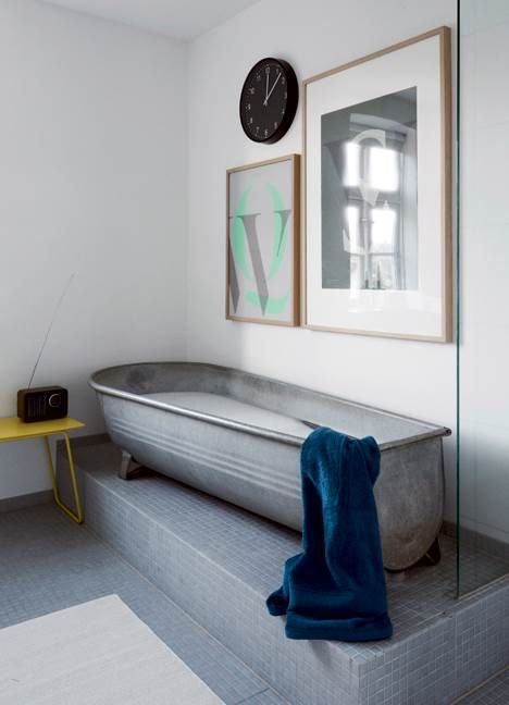 Designer og tv-vært Ulrik Foss har bygget et helt klassisk byggeforeningshus om til et nyt hjem med masser af kreative løsninger og sjove ideer. Kig med indenfor!