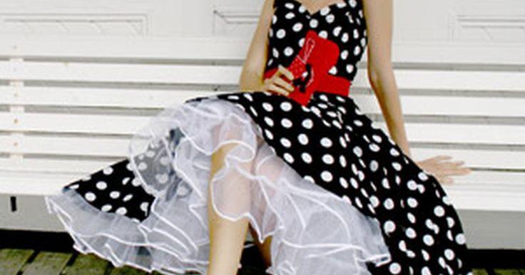 Qué accesorios usar con un vestido de lunares . Los vestidos de lunares siempre están de moda, pero están mejor acentuados con accesorios como joyería, bufandas, zapatos, sombreros y monederos. Tener los accesorios correctos puede hacer que tu vestido sea un éxito o un desastre. Los vestidos de lunares modernos suelen ser más cortos, un poco por encima de la rodilla, con manga corta. Este tipo ...