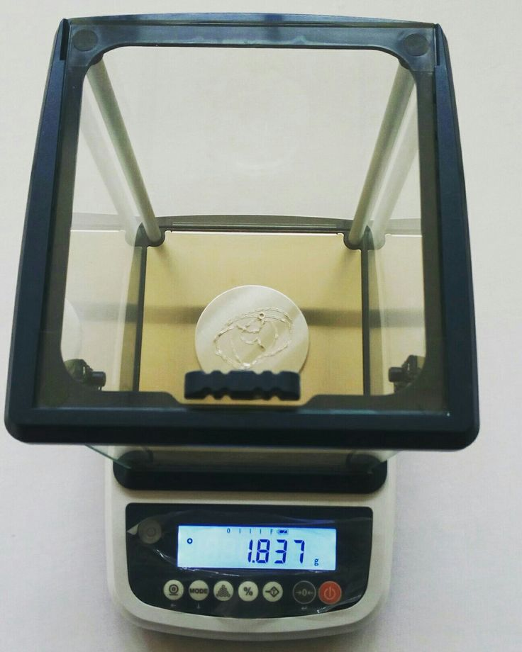 EHB-300gms is a precision scale. Has a readability of 0.001gm. Ideal for jewelry stores, labs, hospitals, schools e.t.c