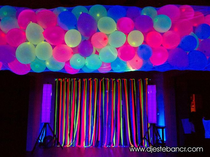 DJ Esteban de Costa Rica le ofrece sus servicios que incluyen todo lo necesario para su fiesta Neon: DJ/VJ, Sonido, Pantallas, Iluminación, Maquillista, Maestro de ceremonias, Animador, Decoración del salón con luces, Artículos reflectivos neon, Asesoría.