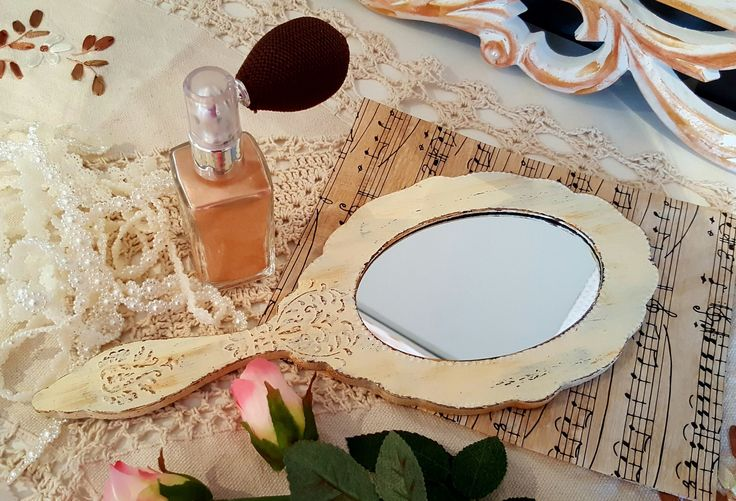 Miroir ovale en bois style vintage en vanille patiné : Autres accessoires par les-souvenirs