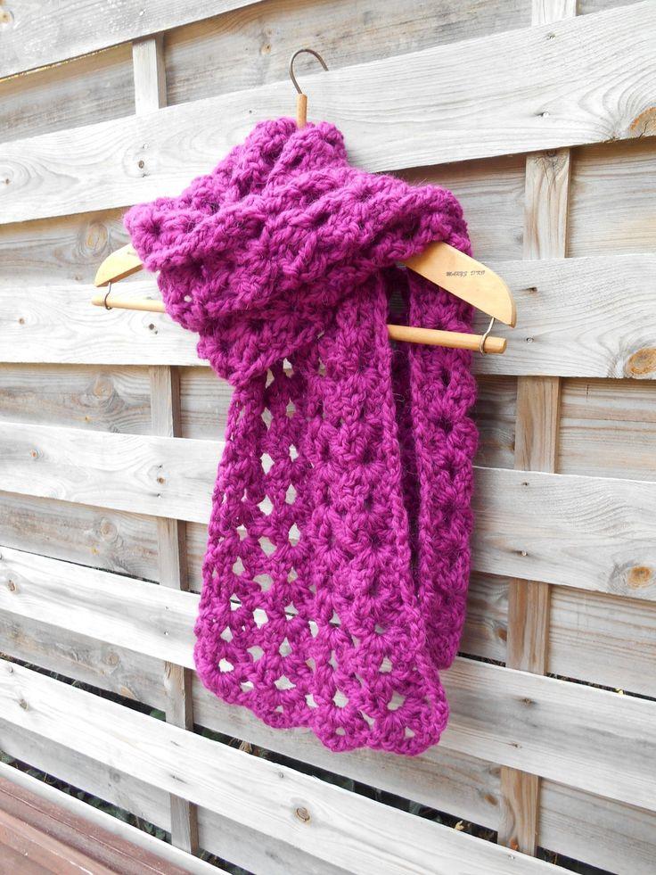 Echarpe réalisée au crochet laine coloris prune : Echarpe, foulard, cravate par maryzdko