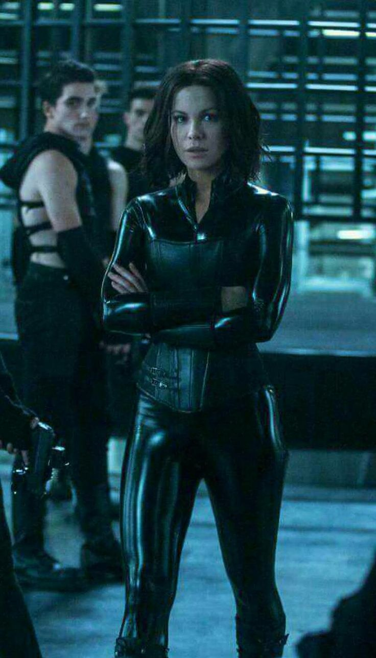 Selene training new Death Dealers in Underworld Blood Wars