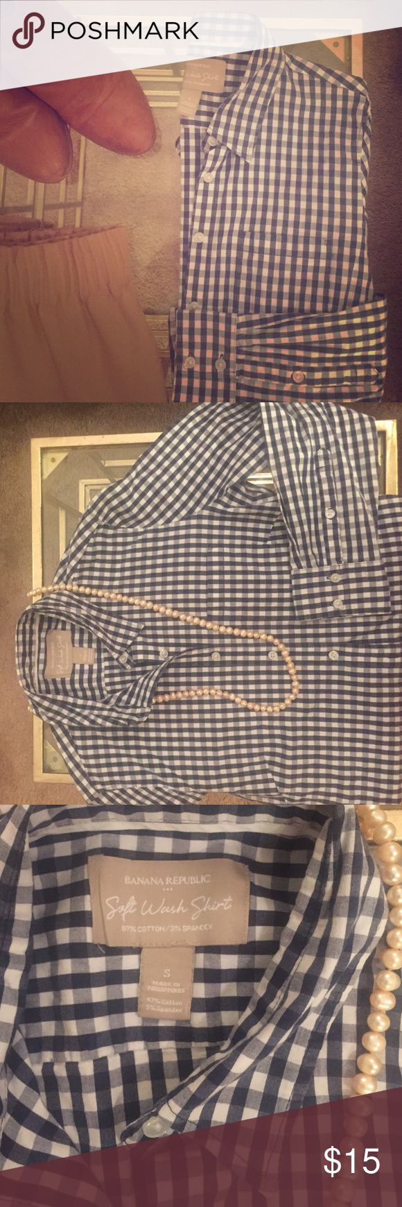 Blue Banana Republic gingham button up The perfect transition piece from summer to fall. Pair with white shorts before Labor Day and a camel skirt after. Message me with questions, and price negotiable. Banana Republic Tops Button Down Shirts