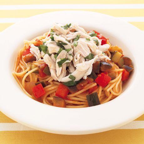 とりささ身とバジルのラタトゥイユパスタ | 渡辺麻紀さんのパスタの料理レシピ | プロの簡単料理レシピはレタスクラブニュース