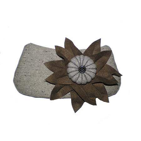 Brown Flower Clutch | Oficina d'Artesã