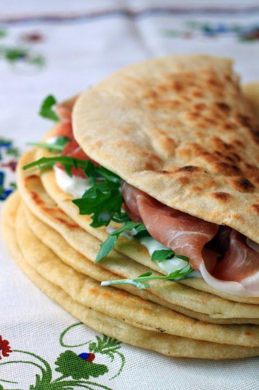 Piadina Romagnola - Italian flatbread sandwiches from Emilia Romagna. Recipe in Italian.
