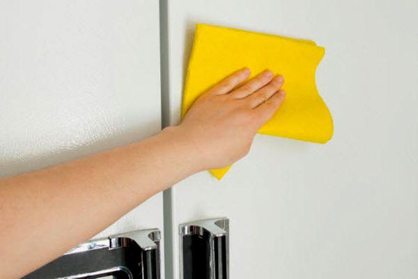 Veja aqui algumas possíveis soluções de como remover o amarelado dos eletrodomésticos utilizando bicarbonato de sódio, vinagre e peróxido de hidrogênio!