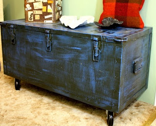 Industrial Grunge: Army trunk coffee table