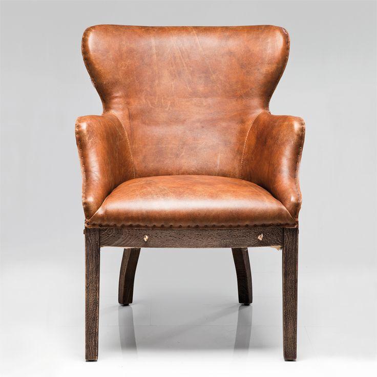 Lenestol trukket i lys brunt skinn med solid og komfortabel polstring på en ramme av massivt tre. H88 B64 D72 cm