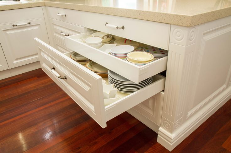 Traditional kitchen. Return bench with drawers. Includes a hidden drawer for maximum storage. www.thekitchendesigncentre.com.au