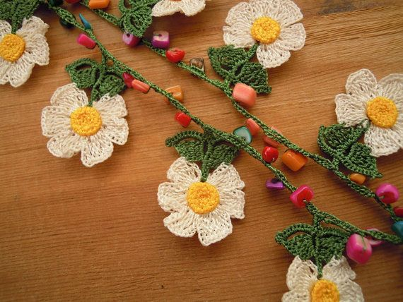 Daisy necklace van PashaBodrum op Etsy