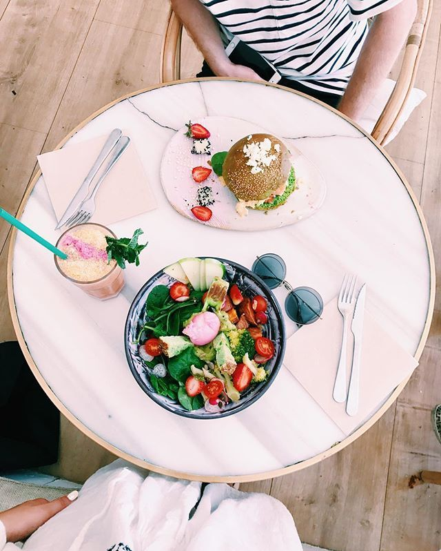 Marzy nam się teraz taki lunch!  #holiday #time @ombreby #barcelona @brunchandcake #vege #healthy #salad #marble #table #ellepl #food  via ELLE POLAND MAGAZINE OFFICIAL INSTAGRAM - Fashion Campaigns  Haute Couture  Advertising  Editorial Photography  Magazine Cover Designs  Supermodels  Runway Models