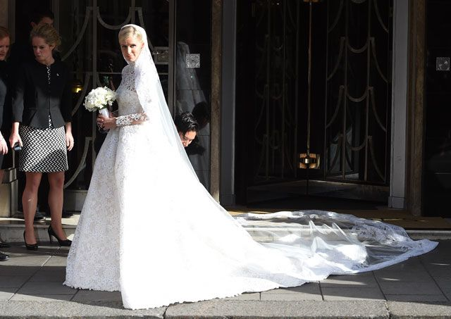 Nicky Hilton 's beautiful Valentino lace gown