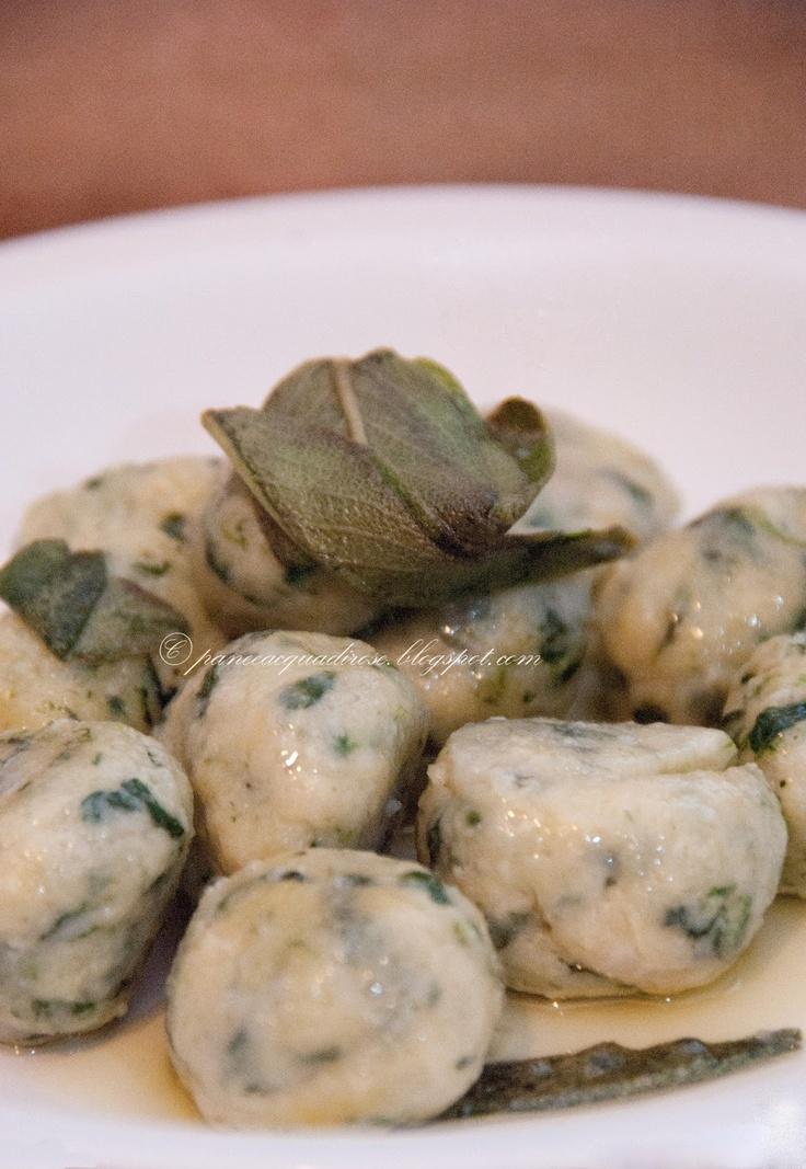 Pane e acqua di rose: Gnocchi di ricotta e spinaci (Ricotta cheese and spinach dumplings)