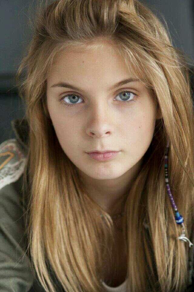 Brighton Sharbino as Lizzie Samuels