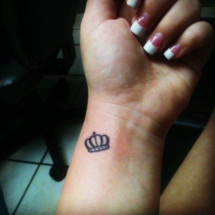 Resultado de imagen para small crown tattoos