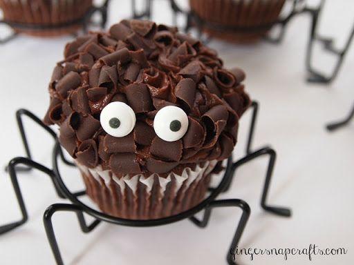 Ginger Snap Crafts: Spider Cupcakes {Spider-Man party sneak peak