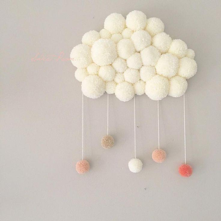 Ca y est ç est le weekend, enfin  ici je m'active à vos créations donc pas de repos pour pouvoir remettre les #poomcloud et #PoomDream en stock   •  •  •  Je vous souhaite une belle soirée Joli #Iger✨✨✨  •  •  •  •  ••••••••••••••••••••••••••••••  #creation #faitmain #handmade #madeinfrance #nuage #pompon #nuagepompon #dream #reve #douceur #sweet #laine #babygirl #kidsroom #babysroom #decochambre #chambrebebe #chambreenfant #decoration #homedecor #pastel
