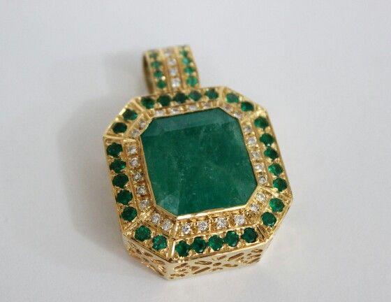 Dije cleopatra esmeraldas  y diamantes